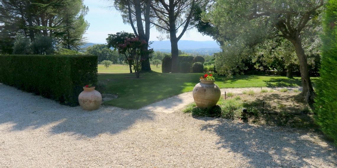 domaine aux portes du village de Lourmarin